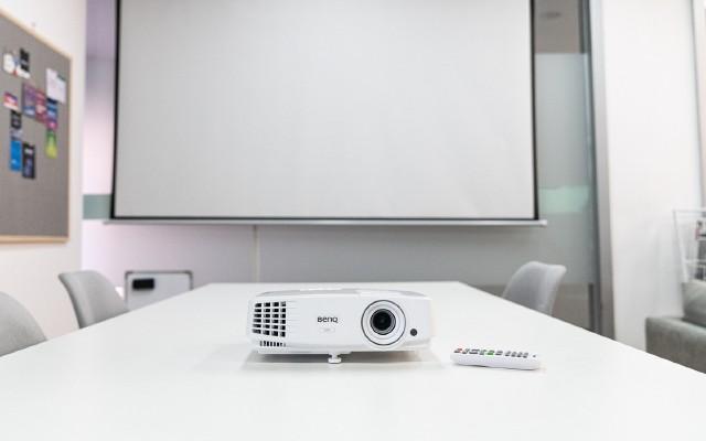办公无线投影初体验,明基E500商务办公投影机