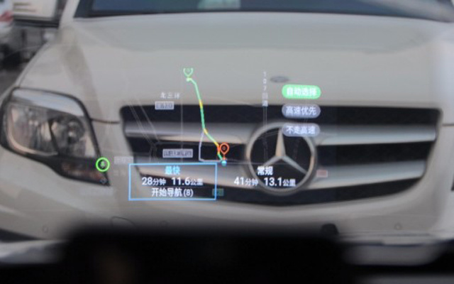 """""""航空設備""""裝在汽車上,開車再不用低頭看導航— 車蘿卜HUD抬頭顯示器體驗"""