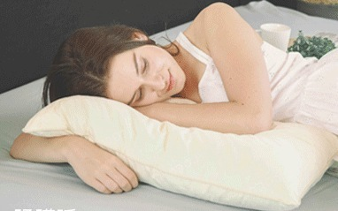 COCO-MAT乳胶记忆枕:优质橡胶材质,持久支撑不变形
