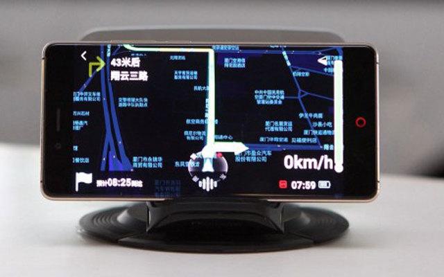 有了这显示器,驾车导航查速不必再低头 —  云驾HUD 智能抬头显示器体验
