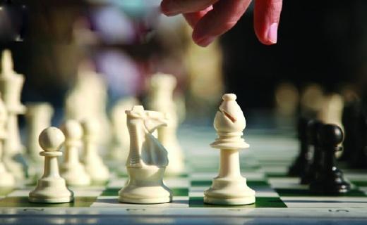 先行者國際象棋:磁性棋子,可折疊棋盤,攜帶使用都更加舒適