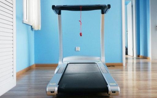 智能黑科技跑步机,就像把健身教练带回了家 | 视频