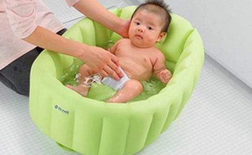 利其尔宝宝充气浴盆:柔软材质安全舒适,可折叠设?#21697;?#20415;收纳