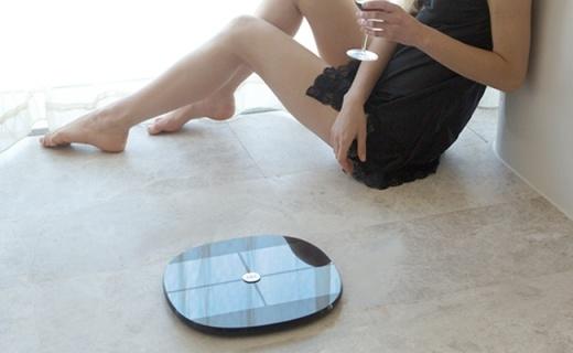 乐心S7体脂秤:六项数据精准检测,可连接微信同步数据