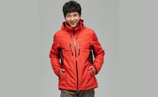 迪卡侬冲锋衣:外衣5000毫米防水涂层,太空棉舒适保暖