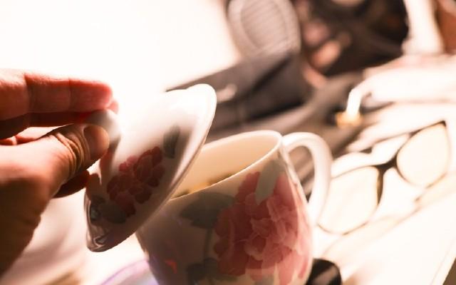 格調生活,輕奢于瓷,體驗紅官窯貴妃杯