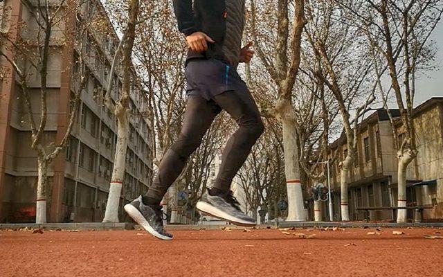 发力通透,缓震回弹,安踏虫洞系列跑鞋体验