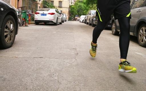 李宁超轻十四代跑鞋,透气缓震夏季跑必备神装