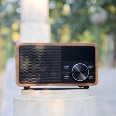 还是数字收音机用起来更方便,能准确调频,动听每一天
