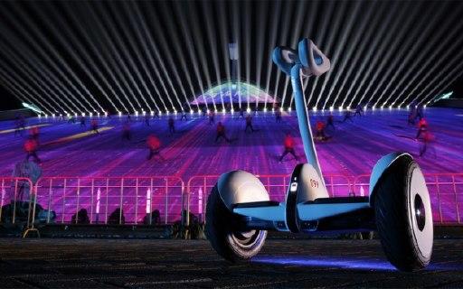 繼登上70周年國慶聯歡舞臺后,九號平衡車又亮相央視春晚
