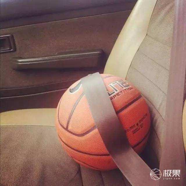 """奢侈品牌的运动单品,周董同款香奈儿篮球""""只要""""一万多元..."""