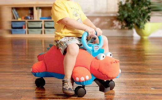 小泰克恐龙学步车:柔软布料能当抱枕,万向轮设计宝宝轻松学步