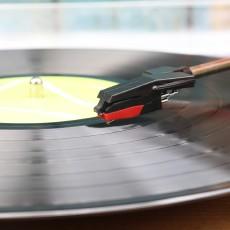 在黑膠中找尋經典,syitren MANTY黑膠唱機體驗