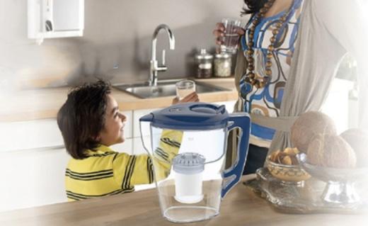 飛利浦WP2807凈水壺:一壺一芯大容量,全家喝上健康水