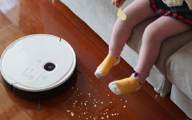 科沃斯DEEBOT N5掃地機器人,讓孩子在潔凈地板自在玩耍