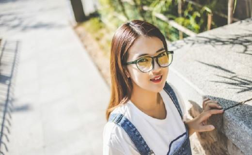超時尚的藍光眼鏡,小姐姐很喜歡!從此跟眼睛疲勞說再見!