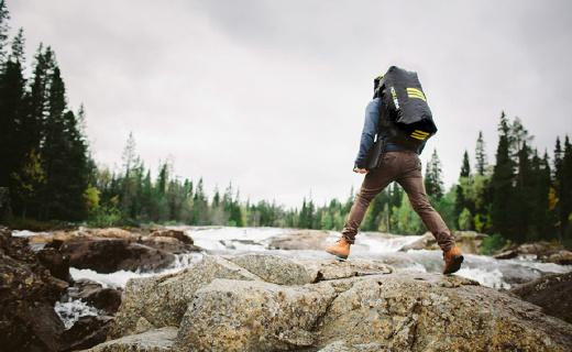 這款背包能充氣!完全氣密,防水深度50米!