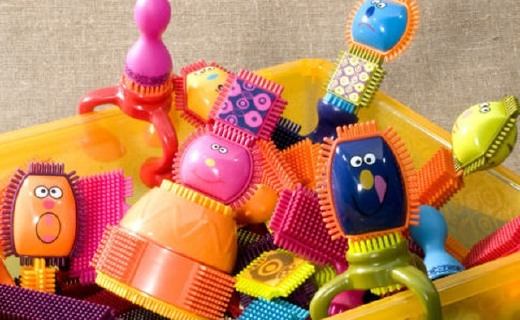B.toys 盤裝積木:無毒材質安全可靠,齒輪造型鍛煉寶寶手部力量