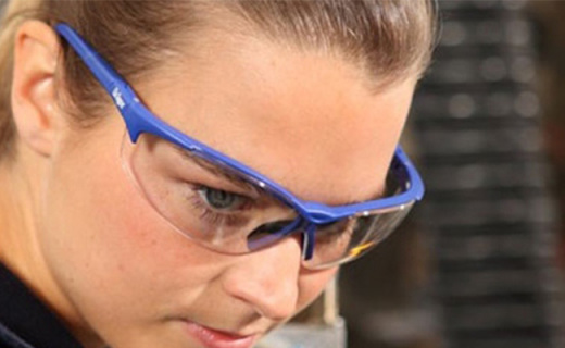 德尔格X-pect眼镜:防雾涂层抗刮划,高强度镜片钢珠击不破
