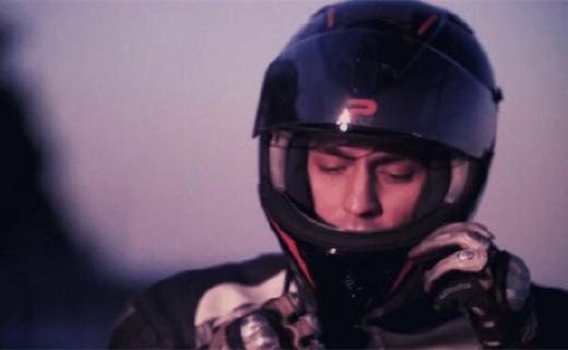 这款头盔能记录行车轨迹,还内置扬声器和麦克风