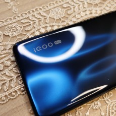 美女博主的性能手機:游戲流程持久運行不卡頓,散熱優秀充電快!