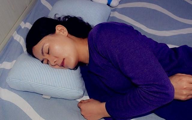 枕着音乐入眠,蜗牛睡眠音乐软管枕头体验