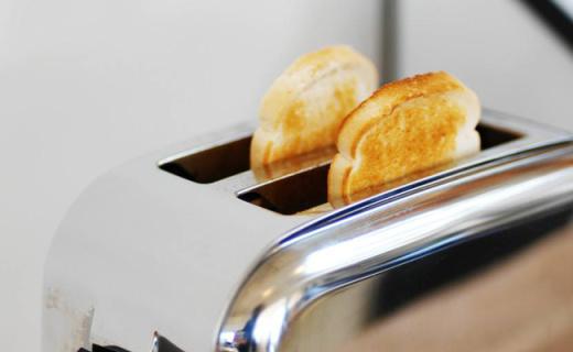 Krups全自动面包机:香脆松软只需3步,6种烤色随心选
