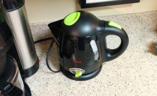 特福BF6138電熱水壺:多種溫度可調節,燒水快捷不蜂鳴
