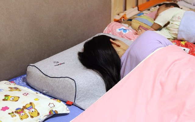 枕頭選不好可能導致頸椎病,新一代智能充氣枕,有效防治頸椎反弓