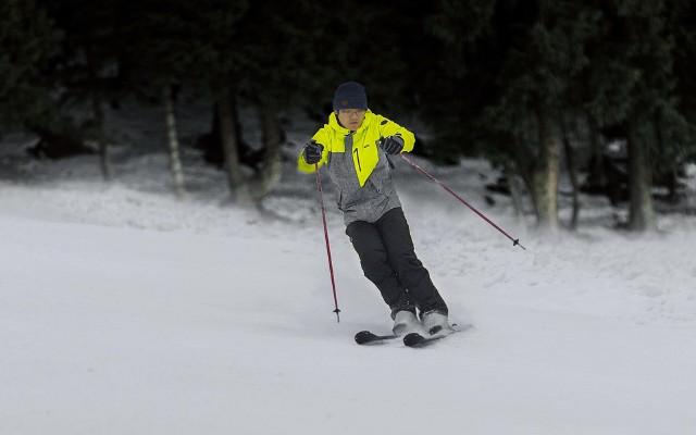不懼狂風暴雪,HALTI滑雪服挑戰高山滑雪場
