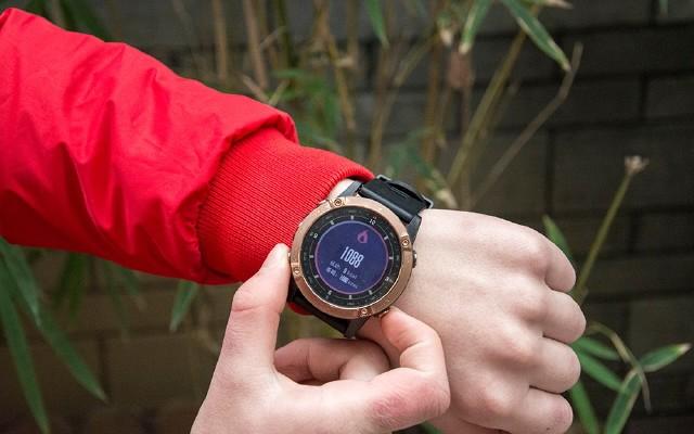 军拓铁腕5X正面刚佳明,这款国产户外手表你应该知道,上手简评