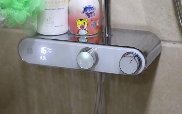 不用插電也能數顯,小米大白除垢花灑套裝,旋鈕調溫升級洗澡體驗