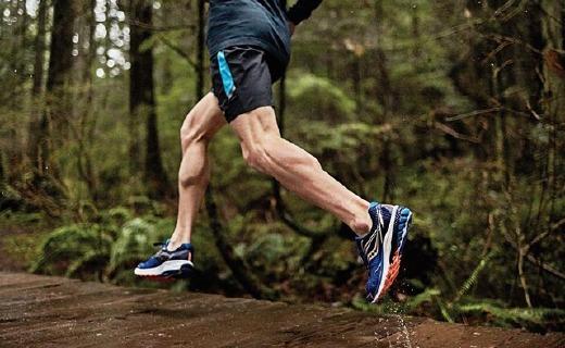圣康尼新款跑鞋,持久緩震,跑再遠都很舒適