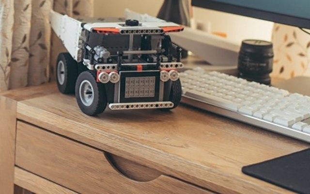 真實還原汽車的配置,培養小朋友的動手能力 — 米兔積木礦山卡車體驗