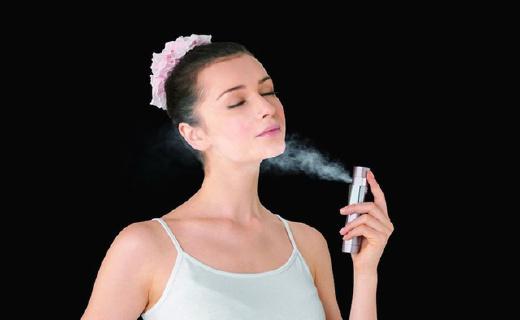 松下EH-SM30噴霧器:僅口紅大,超聲波細霧技術,30秒恢復水潤