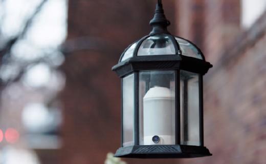 安装更简单,这款智能灯泡还拥有家庭安防功能