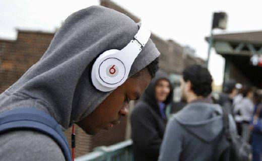 耳机这么选 | 地铁人多还吵,耳机要骚还不耽误睡觉