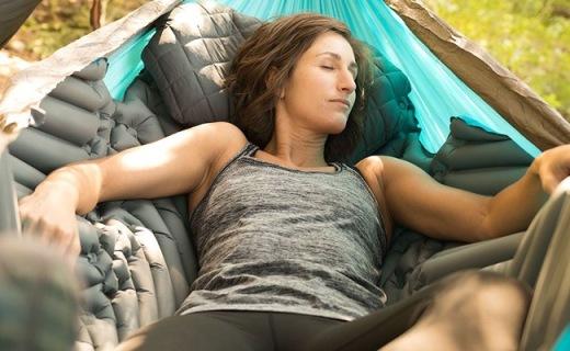 为吊床设计的专属气垫,V型纹理舒适又保暖