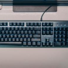 游戲宅最怕機械鍵盤進水,雷柏V530專防手賤