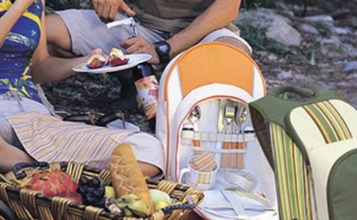 樂游戶外帶餐工具包:鋁箔內里便于保溫,內含7種實用餐具