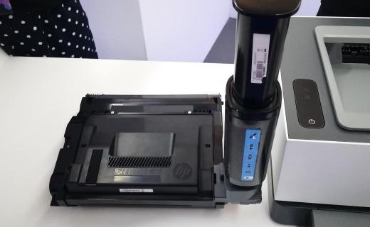 「新东西」这也能闪充?惠普发布多款商用打印机新品