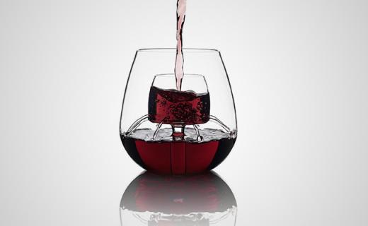 ?#28304;?#37266;酒孔的喷泉杯,喝红酒再也不用费心摇杯