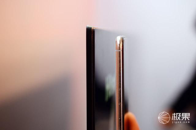 边框窄得像iPhone?全面屏电视来了,但更厉害的是这个