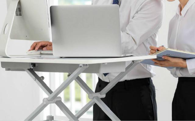 站坐两用升降桌,远离久坐告别亚健康,乐班电动电脑升降台体验