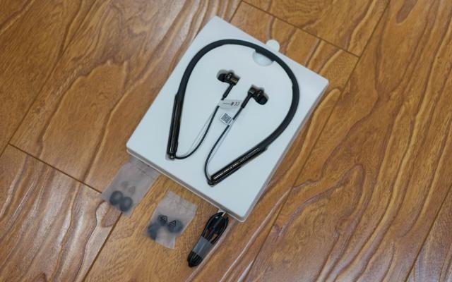 不輸千元降噪耳機的新選擇   小米降噪項圈藍牙耳機