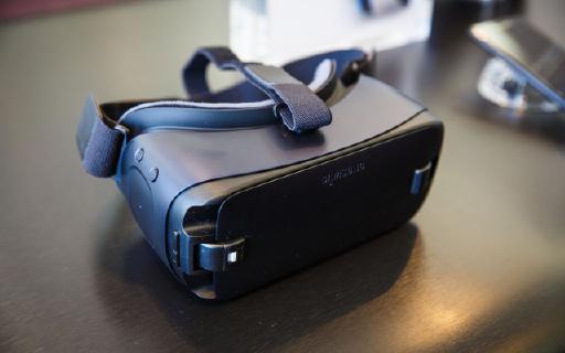 三星新 Gear VR:小改款,却更舒适易用