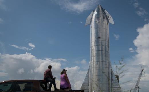 马斯克旗下SpaceX宣布明年开启私人太空游:单人票价高达3.8亿