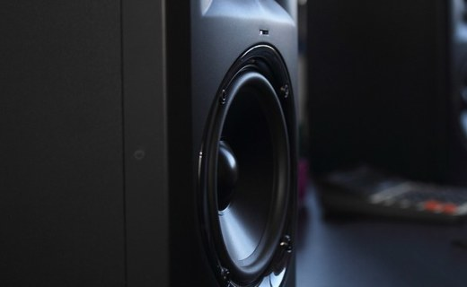 JBLLSR 305-CH音箱:經典外形大氣典雅,雙向擴張廣闊聲場