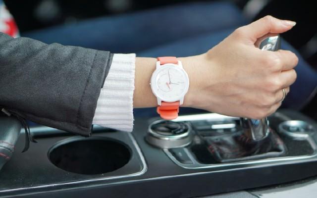 超时尚的Withings Move运动追踪智能手表