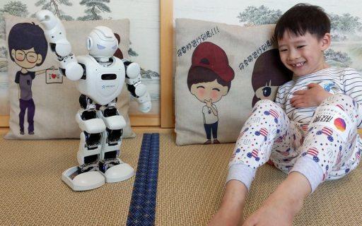 游戲學習兼備,Alpha Ebot 機器人陪伴孩子快樂成長
